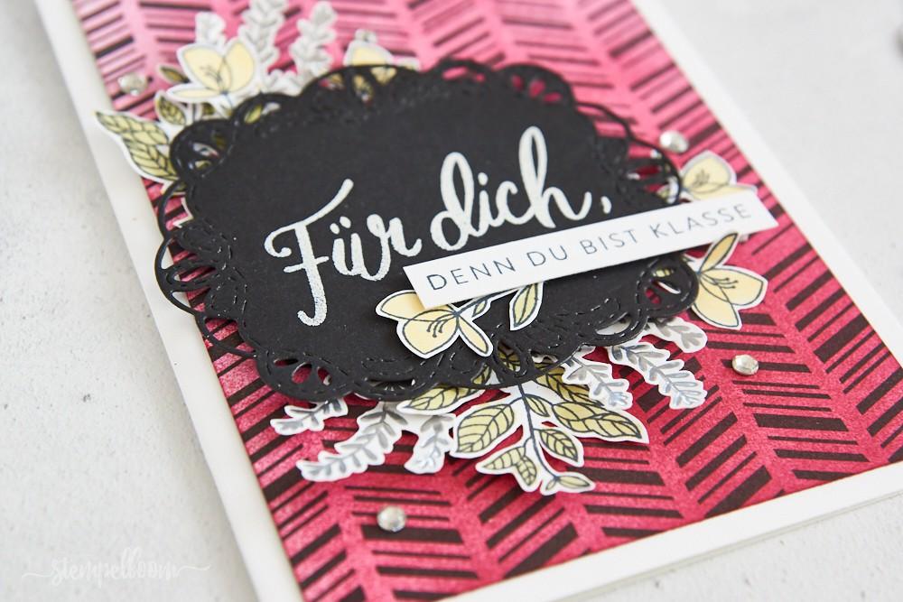 """Grußkarte mit """"Liebevolle Worte"""" in Kussrot - mit viel fuzzy cutting"""