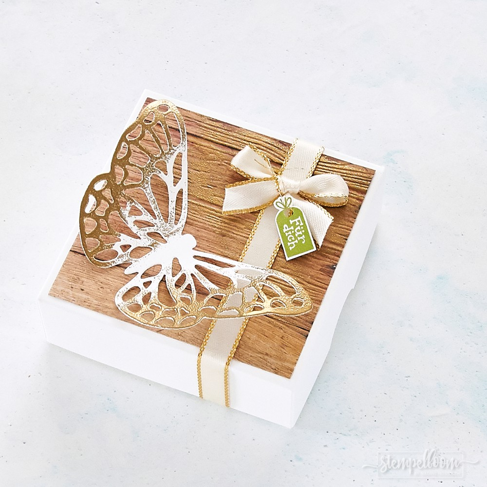 Geschenkschachtel mit Stampin' Up! #stampinup #gold #embossing #butterfly #schmetterling #box