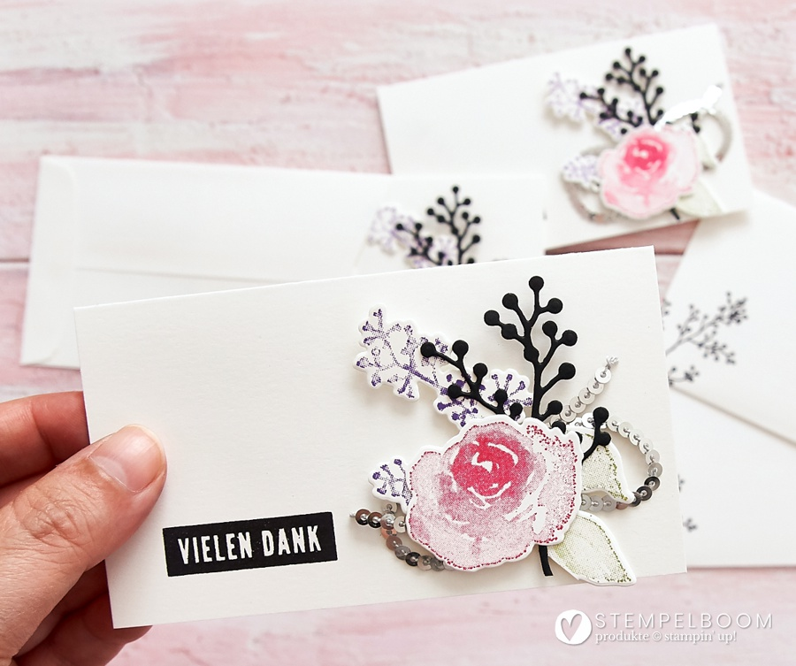 """Kärtchen mit """"Eisblüten"""" von Stampin' Up! #stempelboom #eisblumen #firstfrost #diy #stamping #cardmaking #selbstgemacht #stempeln #tischkarte #blume"""