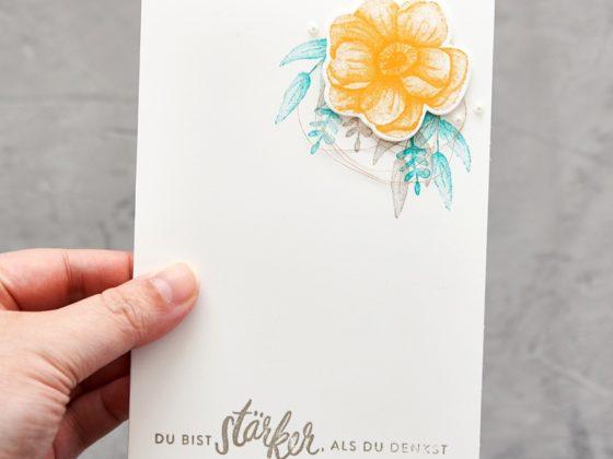Grußkarte mit der Farbkombination Mangogelb, Bermudablau und Granit - Painted Seasons - Stampin' Up!